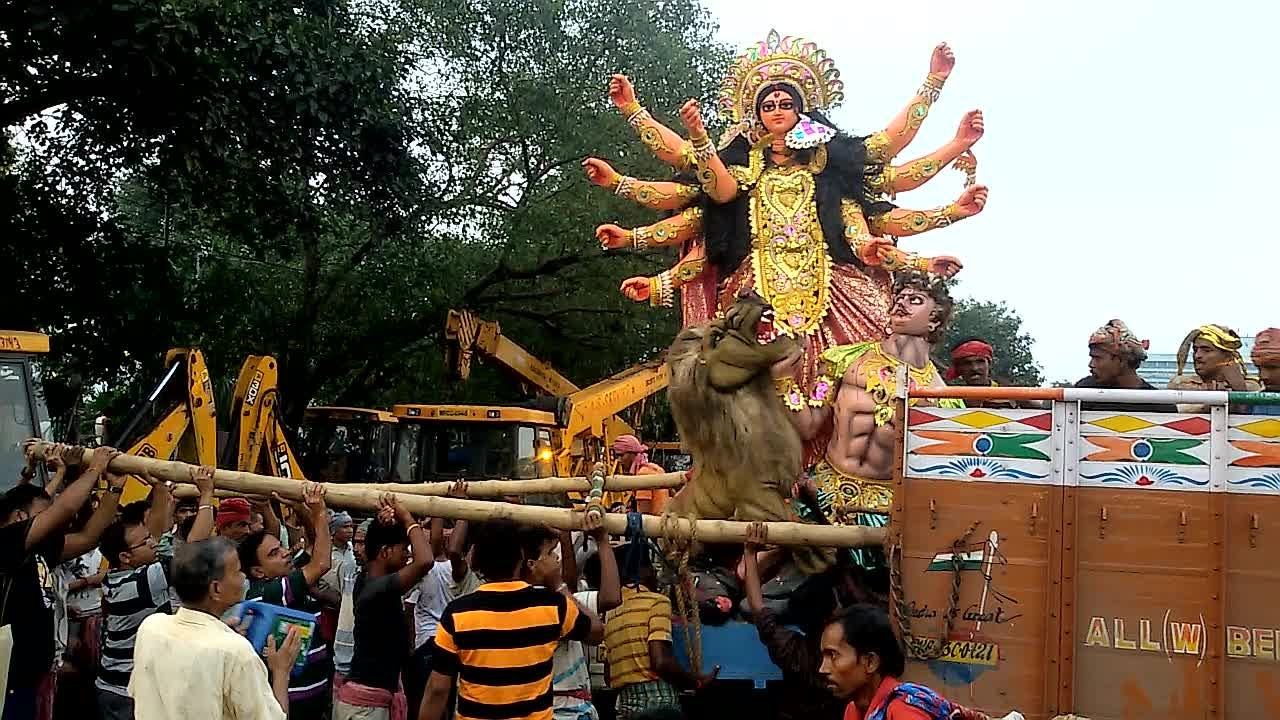 Essay on Durga Puja in Hindi